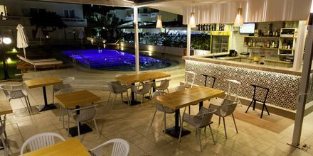 Poolbaren på Hotel Tropicana på Kreta, Grækenland.