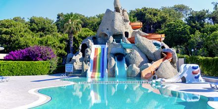 Poolområde med vandrutsjebaner på Turquoise Resort Hotel & Spa i Side, Tyrkiet.