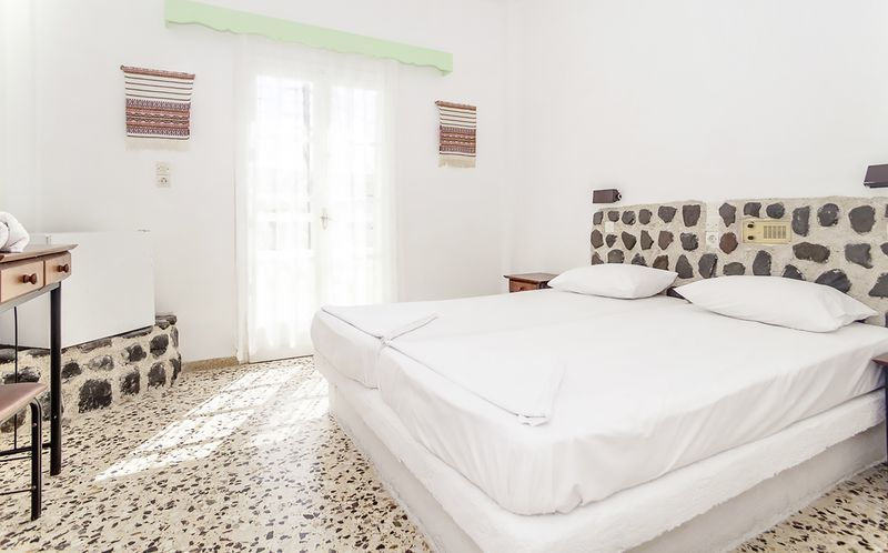 Dobbeltværelse på Hotel Tzortzis i Kamari på Santorini.