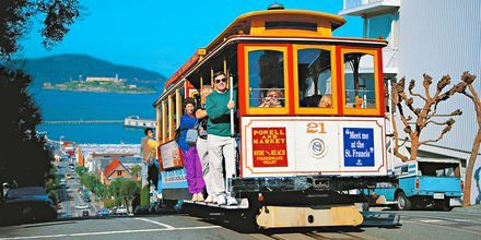 Hop på en af de gamle sporvogne i San Francisco, USA.