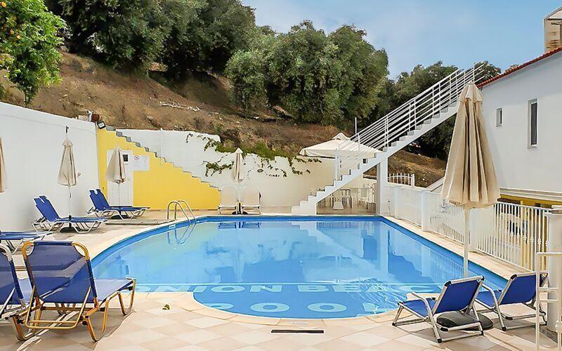 Poolområde på Hotel Valtos Ionion i Parga, Grækenland.