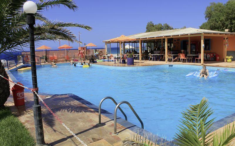 Poolområde på Hotel Varvara's Diamond på Kreta, Grækenland.