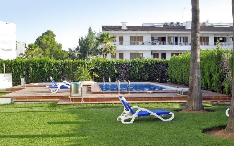 Poolområde på Hotel Venecia Apartamentos på Mallorca, Spanien.