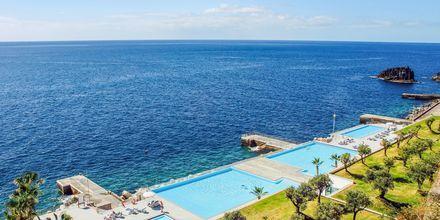 Poolområde på VIDAMAR Resorts Madeira på Madeira, Portugal.