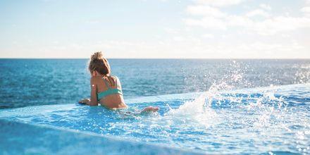 Infinity pool på VIDAMAR Resorts Madeira i Portugal