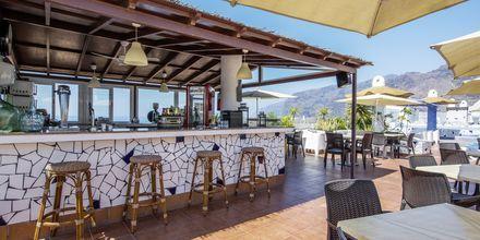 Poolbar på taget på Hotel Vigilia Park i Los Gigantes på Tenerife, De Kanariske Øer.