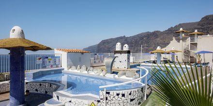 Poolområde på Hotel Vigilia Park i Los Gigantes på Tenerife, De Kanariske Øer.