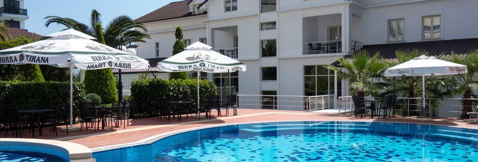 Poolen på Hotel Vila Duraku i Saranda i Albanien.