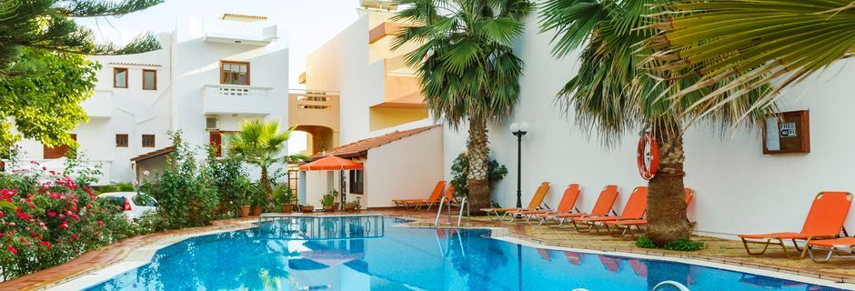 Poolområde på Villa Dora i Platanias på Kreta, Grækenland.