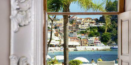 Udsigt mod Parga By fra Villa Rossa Area Boutique Beach Resort i Parga, Grækenland.