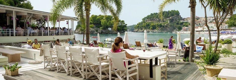 Terrassen på Villa Rossa Area Boutique Beach Resort i Parga, Grækenland.