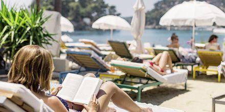 Terrassen ved Villa Rossa Area Boutique Beach Resort i Parga, Grækenland.
