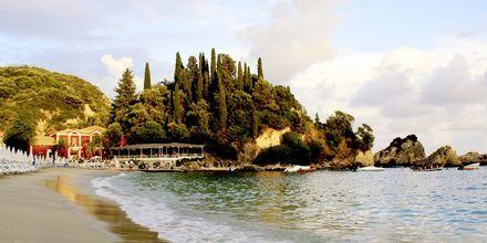 Stranden ved Villa Rossa Area Boutique Beach Resort i Parga, Grækenland.
