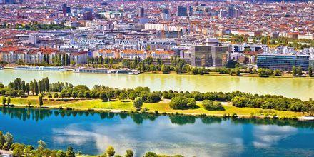 Floden Danube løber gennem Wien, Østrig.