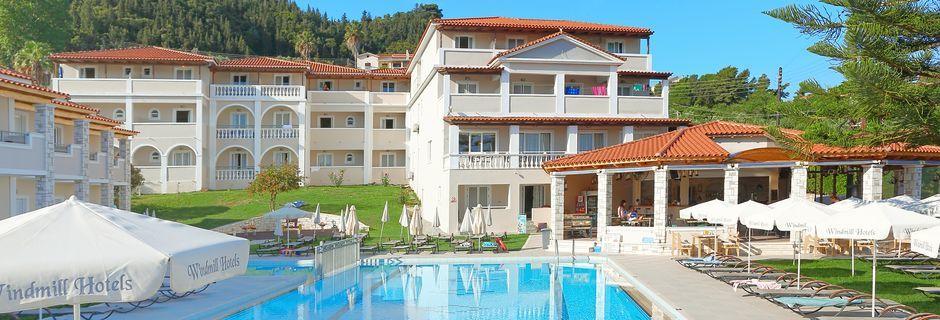 Poolområde på hotel Windmill i Argassi, Zakynthos.