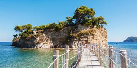 Broen over til Cameo Island ligger i Laganas på Zakynthos, Grækenland.